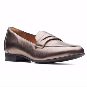 Unstructured by Clarks Pebble Metallic Loafer NWT